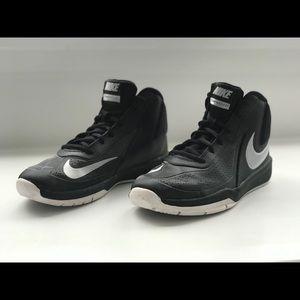 Nike Team Hustle DT. Size 6. Boys. Black/grey